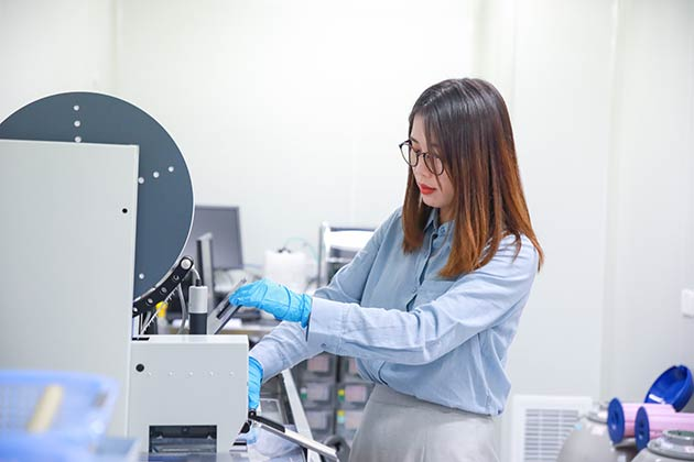 scientist-in-China-and-mosquito